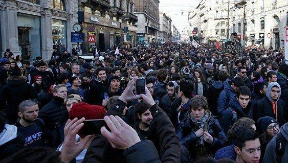 в Италии начались протесты