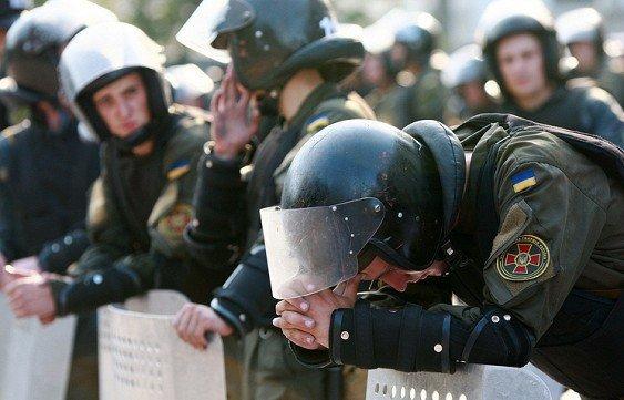 """""""народ"""" просит у настоящей власти Украины убрать коррупцию"""