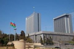 Праздник установлен в честь принятия в этот день в 1991 году Верховным Советом Республики Конституционного акта о государственной независимости Азербайджана от СССР (Фото: bart acke, Shutterstock)