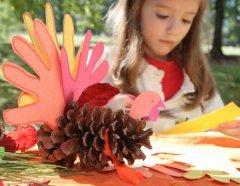 Дети в этот день мастерят праздничные поделки (Фото: Terrie L. Zeller, Shutterstock)