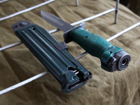 Огнестрельное холодное оружие: на что способен уникальный нож разведчика НРС-2 «Взмах»