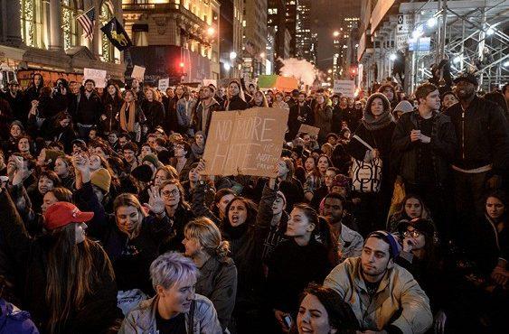 Многотысячные митинги в Соединённых Штатах