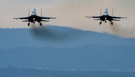 самолёт США проводит разведку у границ РФ