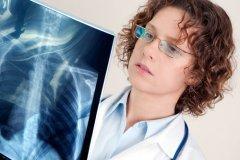 Пневмония — инфекционное заболевание легких, чаще всего оно поражает детей, пожилых людей и людей с ослабленной иммунной системой (Фото: creo77, Shutterstock)