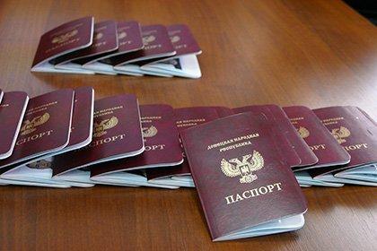 Французы и испанцы массово получают паспорта ДНР