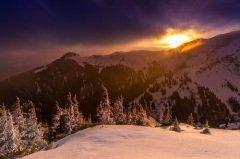 Встретить Солнце, восставшее из мрака, и обозреть возрожденный мир (Фото: Alxcrs, Shutterstock)