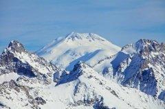 Гора Эльбрус (5642 м) — высочайшая вершина России (Фото: dmitry_islentev, Shutterstock)
