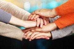 ...единство убеждений и действий, взаимопомощь и поддержка... (Фото: Africa Studio, Shutterstock)
