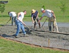 Труд добровольцев такой разный, но всегда необходимый (Фото: Christina Richards, Shutterstock)