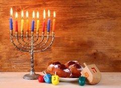 Праздник свечей, которые зажигают в честь чуда (Фото: tomertu, Shutterstock)