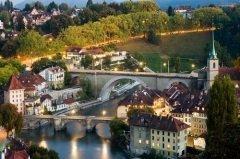 Этот праздник отмечается в честь основания столицы страны, города Берна (Фото: Simon Zenger, Shutterstock)