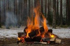Считалось, что в огне должны сгореть все болезни и беды (Фото: yuratosno3, Shutterstock)