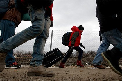 Германские власти получат право проверять мобильные беженцев