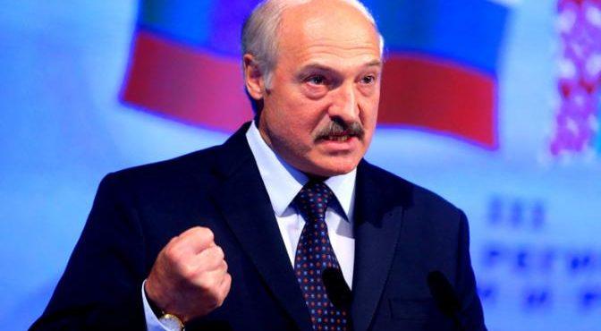 «Батька» сажает Москву в нефтяную лужу