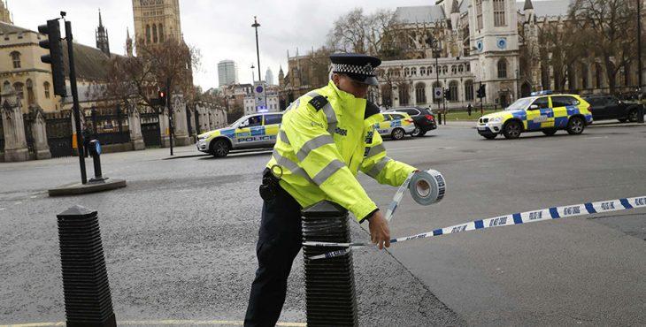 В результате теракта в Лондоне погибли четыре человека. Хроника событий, видео трансляция с места событий.
