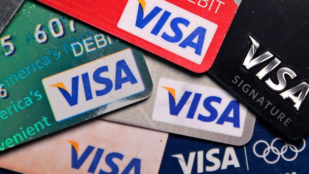 Платежные системы Visa иMastercard могут начать брать комиссию заснятие денежных средств