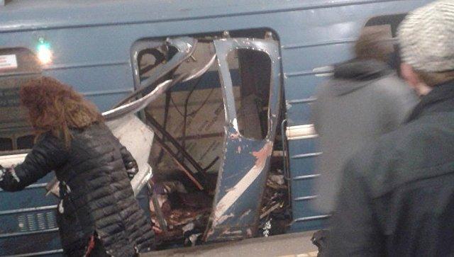 Взрывы в метро Петербурга. Хроника с места событий, видео трансляция онлайн, новости расследования.