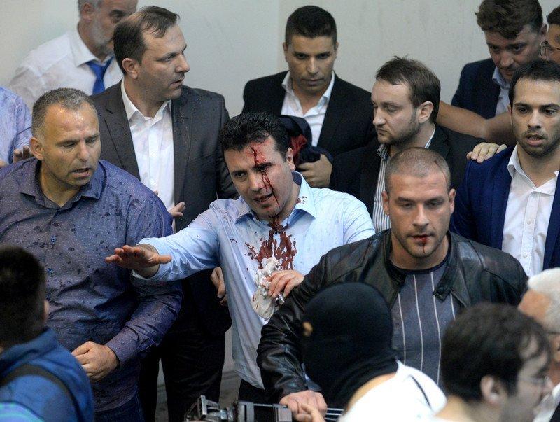 Участники демонстрации вторглись впарламент— Македония