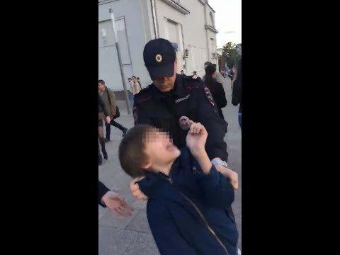 В Москве полиция задержала читавшего стихи ребенка. Видео расследование, новые факты, хроника событий.