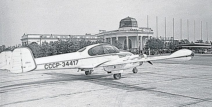 Самый бессмысленный угон самолета в СССР. Как угнавшие самолёт студенты вернулись обратно на родину.