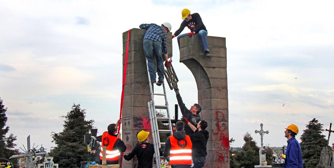 ВПольше остатки демонтированного монумента УПА использовали для ремонта дорог