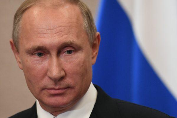 Опрос: неменее 80% граждан России довольны работой Владимира Путина