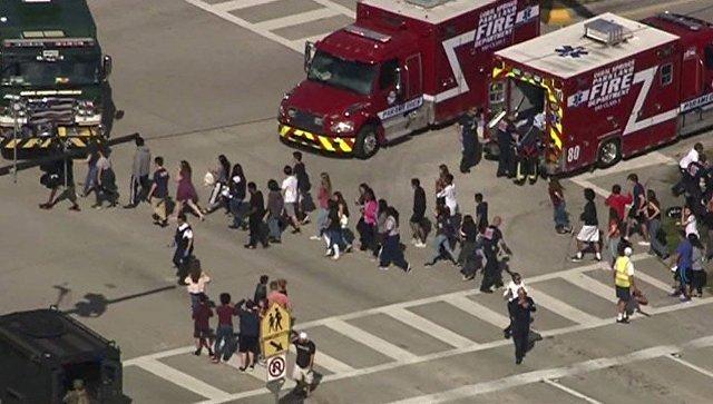 Массовое убийство в американской школе во Флориде — подросток расстрелял 17 школьников: последние новости, фото и видео с места события