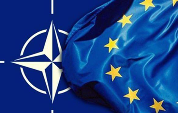 НАТО окружает Россию с юга и с севера