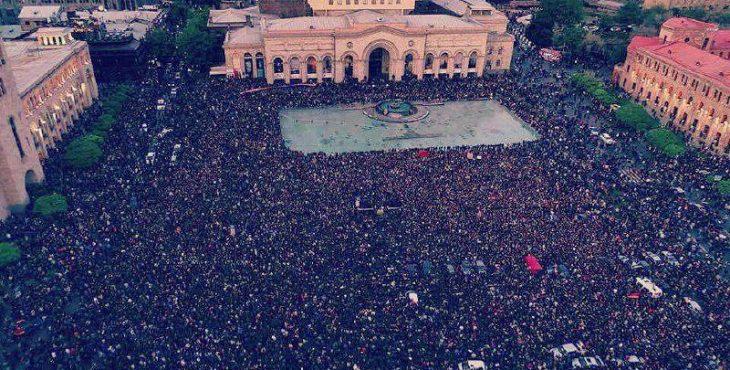 Массовые демонстрации протеста в Ереване: Премьер-министр Армении подал в отставку — последние новости, фото и видео хроника с места событий