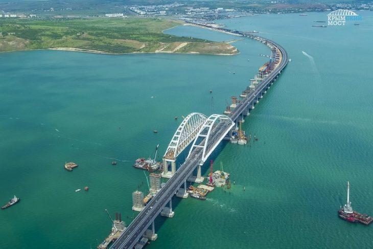 Россиян жестко наказали за Крымский мост — последние новости путепровода, видео, фото