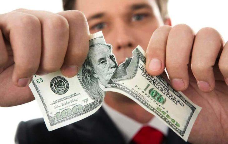 Центробанк собирается отказаться от доллара