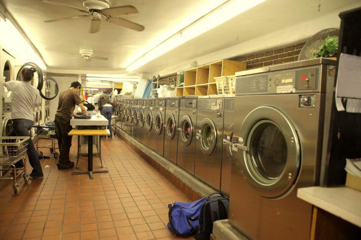 Почему в США стирают в прачечных?