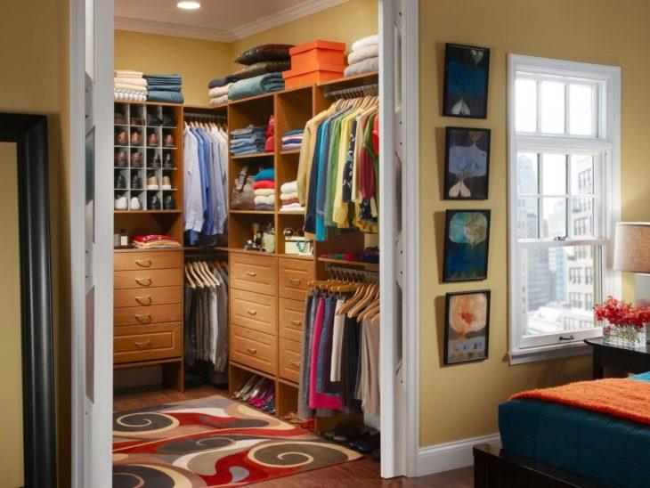 7 смелых идей для гардеробной в маленькой квартире