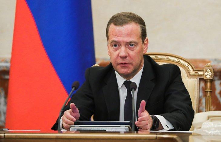 Медведев анонсировал повышение пенсионного возраста в России