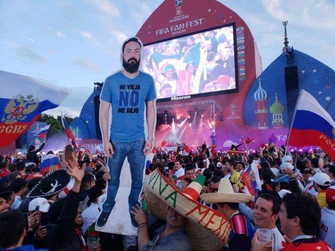 Фанаты из Мексики привели на ЧМ картонную фигуру друга, которого не отпустила жена