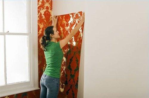 Как произвести оклейку стен флизелиновыми обоями