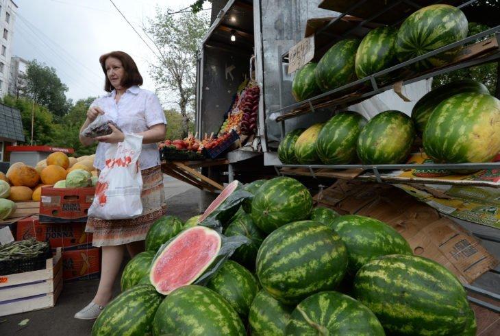 В Роспотребнадзоре научили, как выбирать зрелые арбузы и дыни