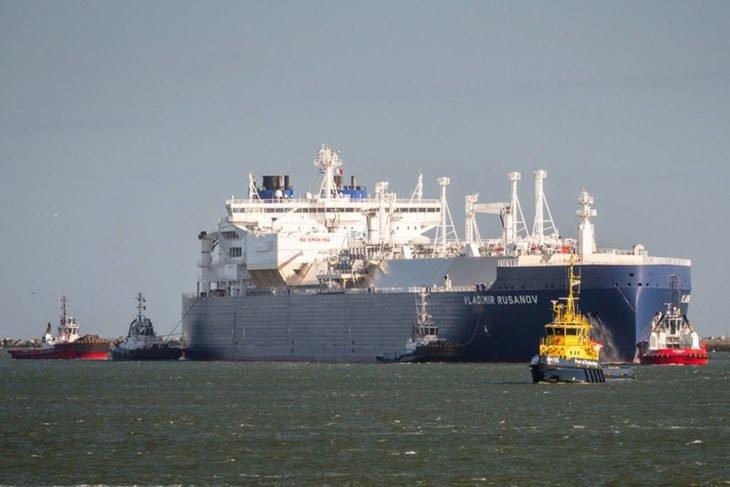 Российские газовозы впервые пришли в КНР Северным морским путем