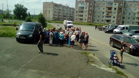 Катастрофа в Североуральске: цены подняли в 3 раза на питьевую воду, которой в городе нет уже 3 дня — последние новости, фото и видео