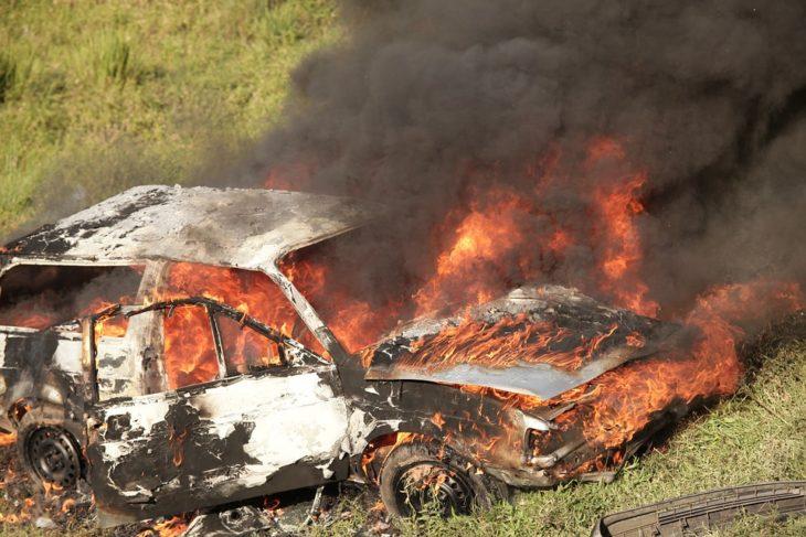 В Швеции подростки за ночь сожгли более 100 автомобилей
