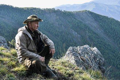 Отдых настоящих мужчин. Появились фотографии и видео отдыха Путина в горах на Енисее