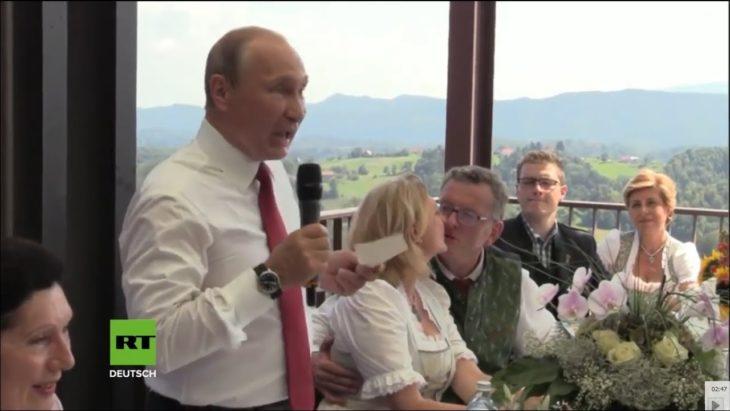 Путин в Австрии говорит на немецком. Русская озвучка