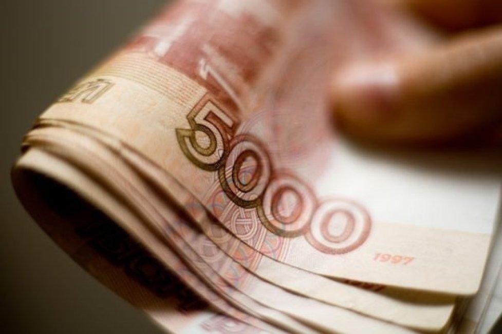 Россия может раздать каждому взрослому по 120 000 рублей и еще по 60 000 — на ребенка |