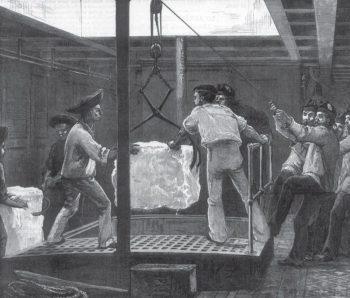 Моряки транспортируют лёд в Индию на борту британского военного корабля HMS Serapis, 1875 год
