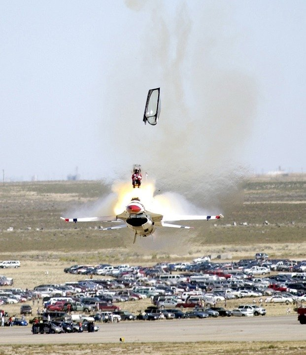 Выжить при экстренном катапультировании на сверхнизких высотах – удача или мастерство пилотов?