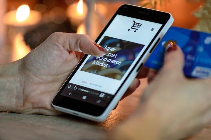 смартфон, онлайн покупки, фото Pixabay