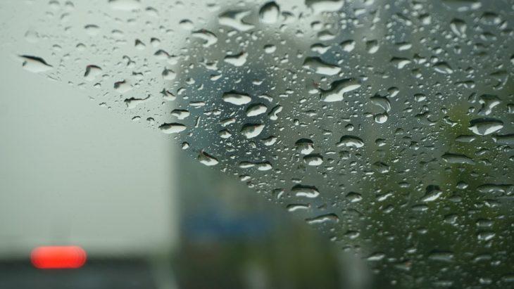 Почему потеют стекла в машине и как с этим бороться — народные и современные средства