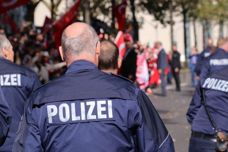 Немецкий спецназ по ошибке взял штурмом дом пенсионерки