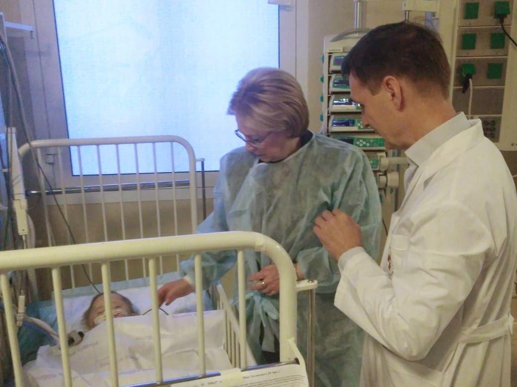 Министр здравоохранения РФ Вероника Скворцова в палате НИИ неотложной детской хирургии и травматологии в Москве