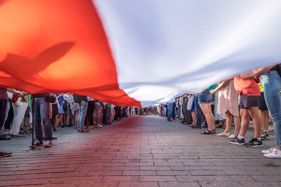 Бумеранг вернулся: В Польше назревает «майдан» после попытки устроить революцию в Белоруссии